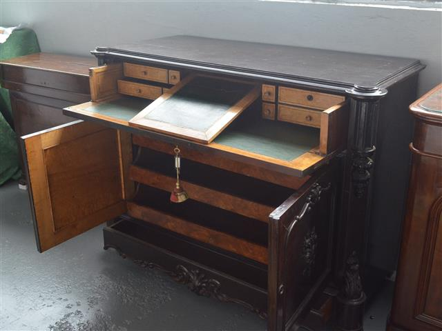 Elizabethan desk furniture, in rosewood and lemongrass, 19th century