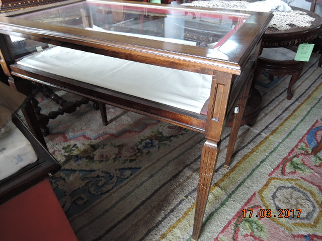Showcase table, with front opening in drawer, nineteenth century, with light